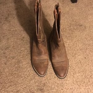 Ariat boots size 7 never worn